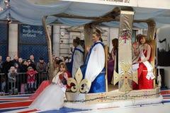 Años Nuevos de desfile del día en Londres. Foto de archivo