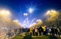 Años Nuevos de Eve Fireworks Bucharest Romania Imágenes de archivo libres de regalías