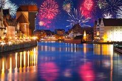 Años Nuevos de exhibición del fuego artificial en Gdansk Foto de archivo