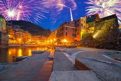 Años Nuevos de exhibición del fuego artificial en Italia Imagen de archivo libre de regalías