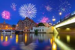 Años Nuevos de exhibición del fuego artificial en la ciudad de Bydgoszcz Imagenes de archivo