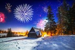 Años Nuevos de exhibición del fuego artificial en las montañas de Tatra Fotos de archivo