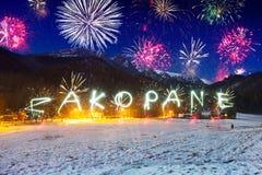 Años Nuevos de exhibición del fuego artificial en las montañas de Tatra Imágenes de archivo libres de regalías