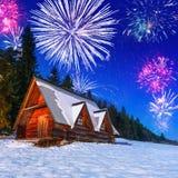 Años Nuevos de exhibición del fuego artificial en las montañas de Tatra Foto de archivo