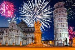 Años Nuevos de exhibición del fuego artificial en Pisa Imagen de archivo
