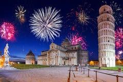 Años Nuevos de exhibición del fuego artificial en Pisa Imágenes de archivo libres de regalías