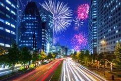 Años Nuevos de exhibición del fuego artificial en Tokio Imágenes de archivo libres de regalías