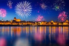 Años Nuevos de exhibición del fuego artificial en Torun Fotografía de archivo libre de regalías