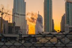 Años Nuevos de fuego en Dubai Foto de archivo
