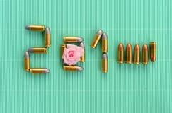 2015 Años Nuevos de letra de los bulttets con la rosa del rosa en vintage verde Imagen de archivo libre de regalías