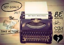 Años Nuevos de resoluciones contra la máquina de escribir con el papel Foto de archivo libre de regalías