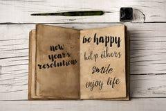 Años Nuevos de resoluciones en un cuaderno amarillento Imagen de archivo libre de regalías