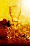 Años Nuevos de vida del estilo con champán Fotografía de archivo libre de regalías