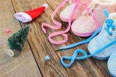 2018 Años Nuevos escritos cordones de los zapatos del ` s de los niños Fotografía de archivo libre de regalías