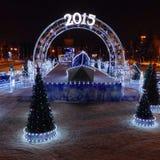 2015 Años Nuevos feliz, Feliz Navidad en pista de patinaje del invierno Fotografía de archivo