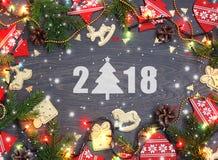 2018 Años Nuevos Fondo festivo con las decoraciones de la Navidad y Foto de archivo