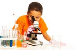 Niño negro en laboratorio Foto de archivo libre de regalías