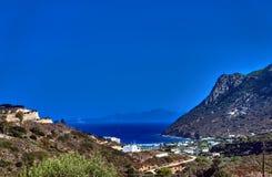 Aúlla y la costa rocosa del Mar Egeo Foto de archivo