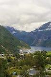 Aúlle cerca de la ciudad de Geiranger, Noruega Imagen de archivo libre de regalías