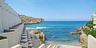 Aúlle con agua de la turquesa, Cala Clara, Majorca Fotografía de archivo