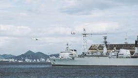 Aúlle con las naves y el aeroplano del aterrizaje en Rio de Janeiro Foto de archivo libre de regalías