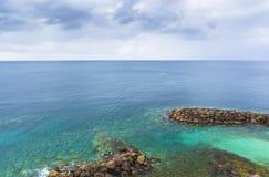 Aúlle en la costa del Fort-de-France de la ciudad, Martinica Imagen de archivo