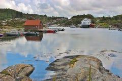 Aúlle en la costa oeste de Noruega, Europa Imagen de archivo
