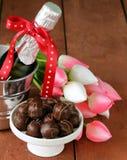 Aún champán romántico de la vida, tulipanes de las flores Fotos de archivo
