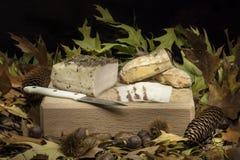 Aún composición otoñal de la vida con manteca de cerdo y pan Imagenes de archivo