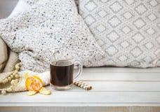 Aún vida acogedora con café sólo y la mandarina Fotografía de archivo