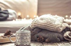 Aún vida acogedora con la taza de té Imagen de archivo libre de regalías