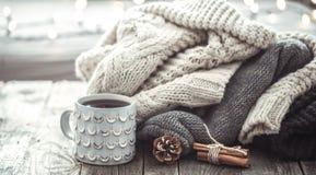 Aún vida acogedora con la taza de té Foto de archivo libre de regalías