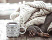Aún vida acogedora con la taza de té Fotos de archivo libres de regalías