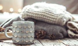 Aún vida acogedora con la taza de té Foto de archivo
