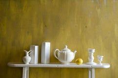 Aún-vida blanca y amarilla Fotos de archivo libres de regalías