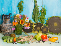 Aún vida brillante con la cosecha del otoño Imagen de archivo libre de regalías