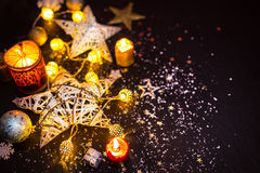 Aún-vida brillante de las decoraciones de la Navidad Foto de archivo libre de regalías