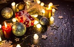 Aún-vida brillante de las decoraciones de la Navidad Imagen de archivo libre de regalías