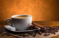 Aún-vida con café y cinamomo Fotos de archivo