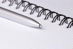 Aún-vida con el cuaderno. Fotografía de archivo