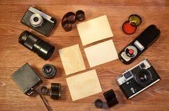Aún-vida con el equipo viejo de la fotografía Fotos de archivo