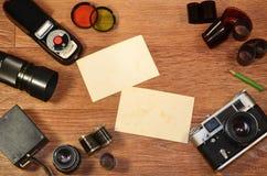Aún-vida con el equipo viejo de la fotografía Imagen de archivo libre de regalías