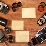 Aún-vida con el equipo viejo de la fotografía Foto de archivo libre de regalías