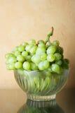 Aún-vida con el manojo de uvas Imagen de archivo libre de regalías