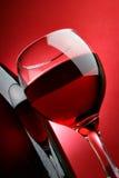 Aún-vida con el vidrio de vino rojo Imágenes de archivo libres de regalías