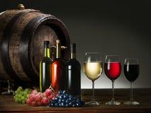 Aún-vida con el vino, los quesos y las frutas Foto de archivo libre de regalías