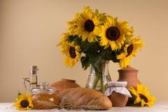 Aún-vida con la comida fresca natural Fotografía de archivo