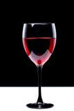 Aún-vida con la copa de vino en negro Fotos de archivo