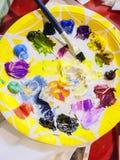 Aún-vida con la paleta de la pintura Foto de archivo libre de regalías