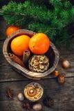 Aún-vida con la vela y las mandarinas Foto de archivo libre de regalías